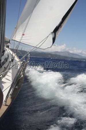 onde vela barca a vela schiuma